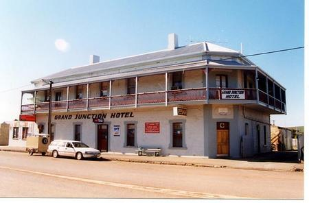 Grand Junction Hotel - Tourism Canberra