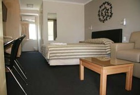 Queensgate Motel - Tourism Canberra
