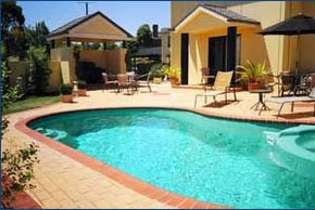 Hopkins House Motel  Apartments - Tourism Canberra