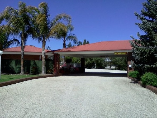 Golden Chain Border Gateway Motel - Tourism Canberra