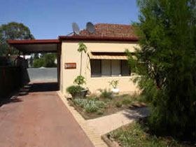 Loxton Smiffy's Bed And Breakfast Sadlier Street - Tourism Canberra