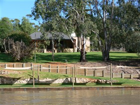 Roonka Riverfront Cottages - Tourism Canberra