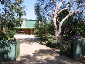 Pelican Bay Bed and Breakfast - Tourism Canberra