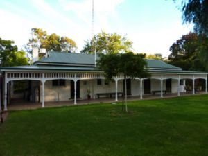 Lake Victoria Station Lodge - Tourism Canberra