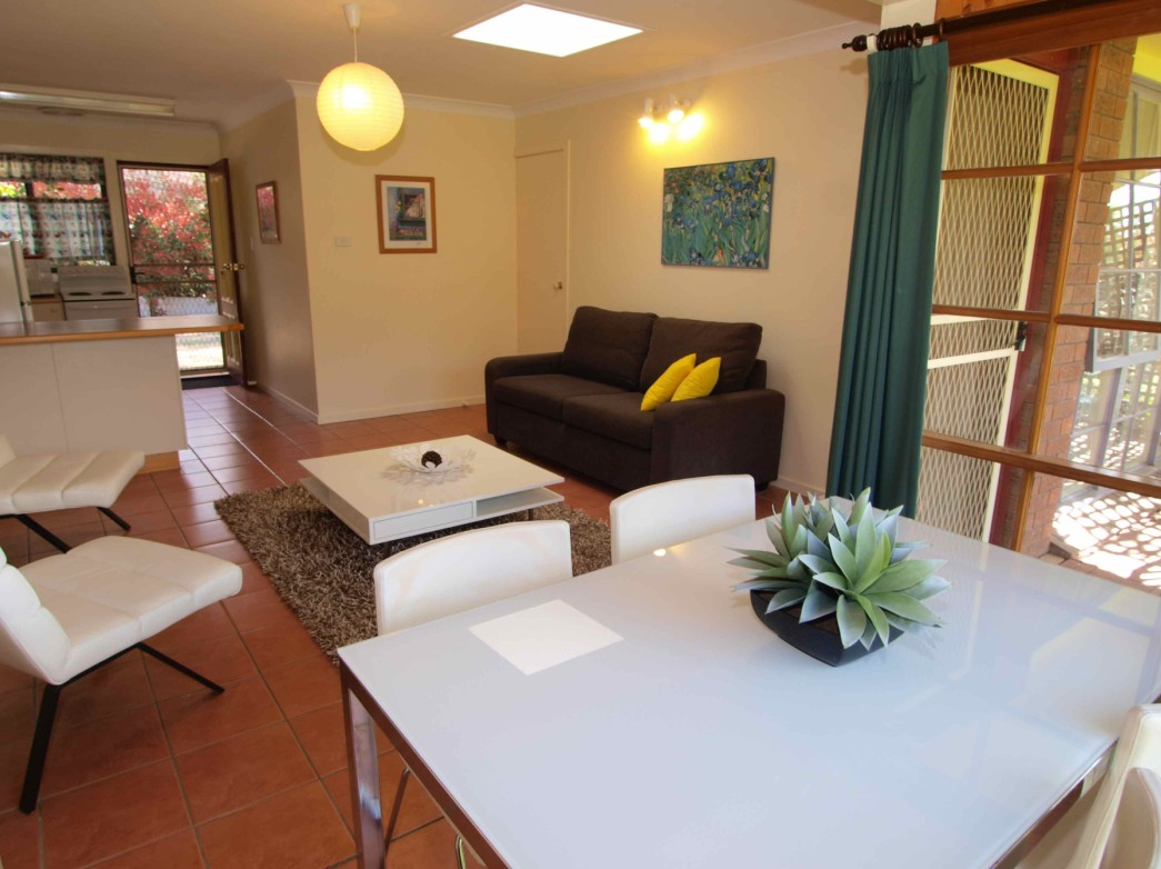 Bright Highland Valley Cottages - Tourism Canberra