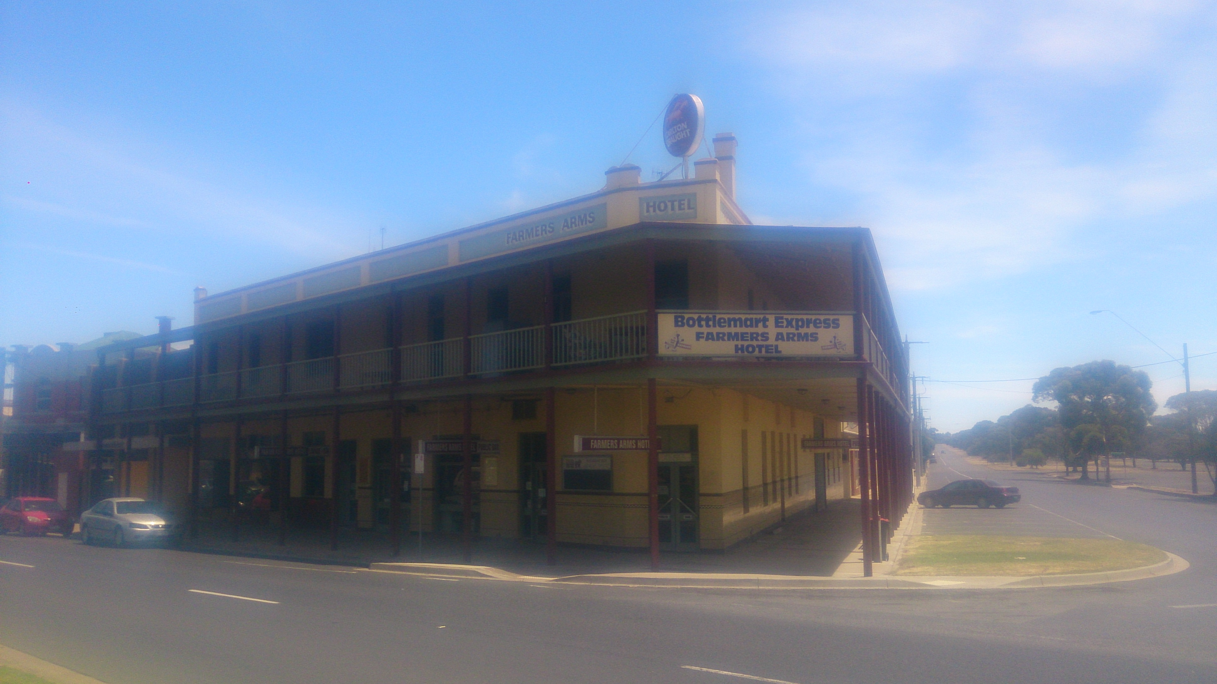 Farmers Arms Hotel - Tourism Canberra