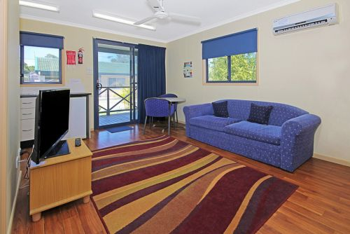 Palms Motel - Tourism Canberra