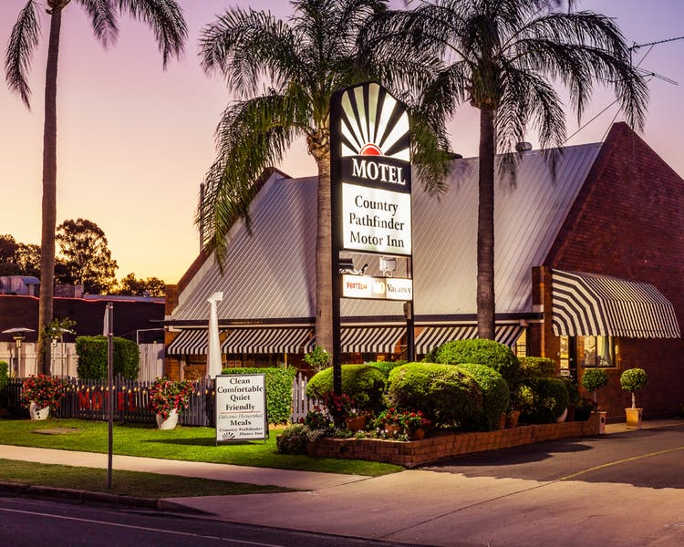 Country Pathfinder Motor Inn - Tourism Canberra