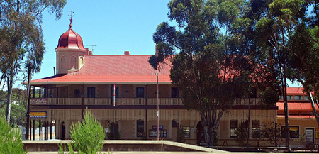 Peterborough Railway Hotel - Tourism Canberra