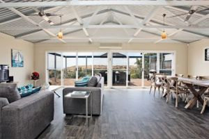 Coral Sands Luxury Beach House - Tourism Canberra
