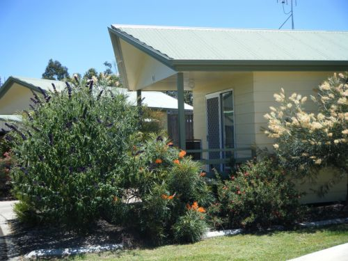 Pepper Tree Cabins - Tourism Canberra