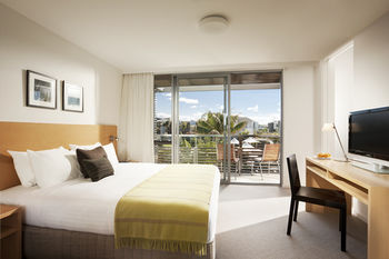 Pullman Magenta Shores Resort - Tourism Canberra