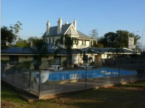 Airlie House Motor Inn - Tourism Canberra