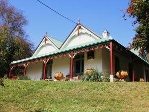 Ravenscroft and The Cottage - Tourism Canberra