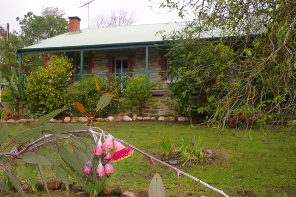 Naimanya Cottage - Tourism Canberra