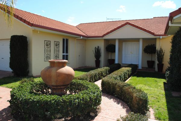 Casa Pizzini Bed and Breakfast - Tourism Canberra