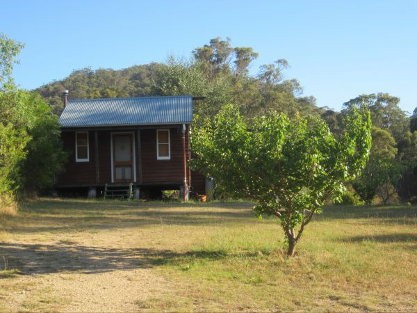 Peach Tree Cabin - Tourism Canberra
