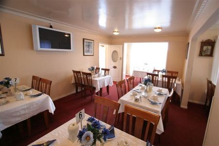 Blue  White Lodge - Tourism Canberra