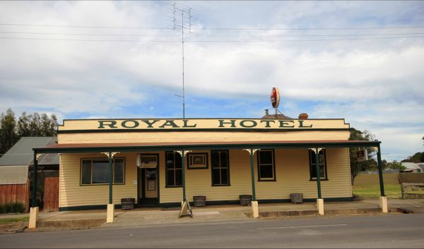 Royal Hotel Snake Valley - Tourism Canberra