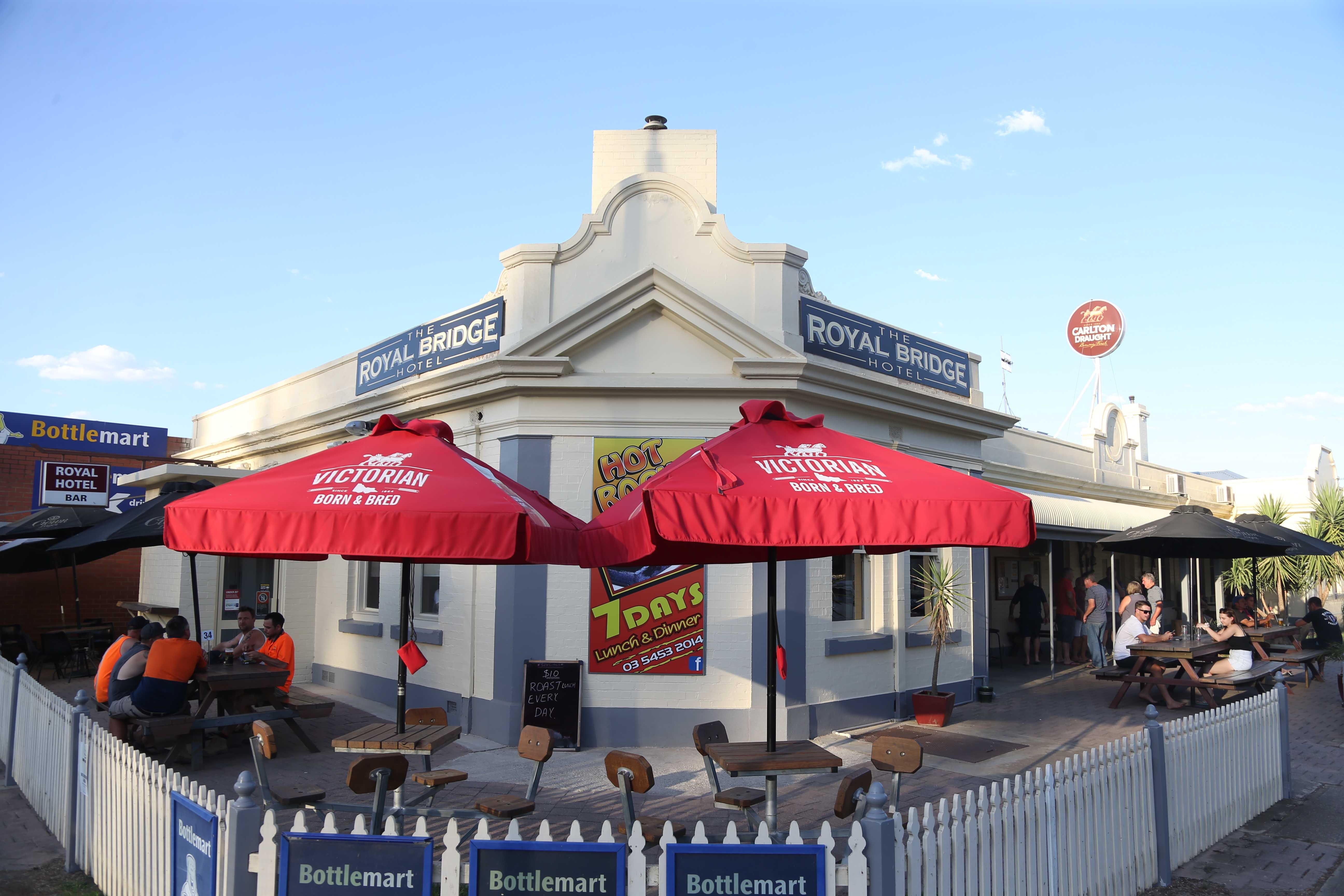 Royal Bridge Hotel Barham - Tourism Canberra