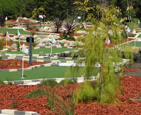 18 Hole Mini Golf - Club Husky - Tourism Canberra