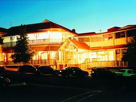 Loxton Community Hotel Motel - Tourism Canberra
