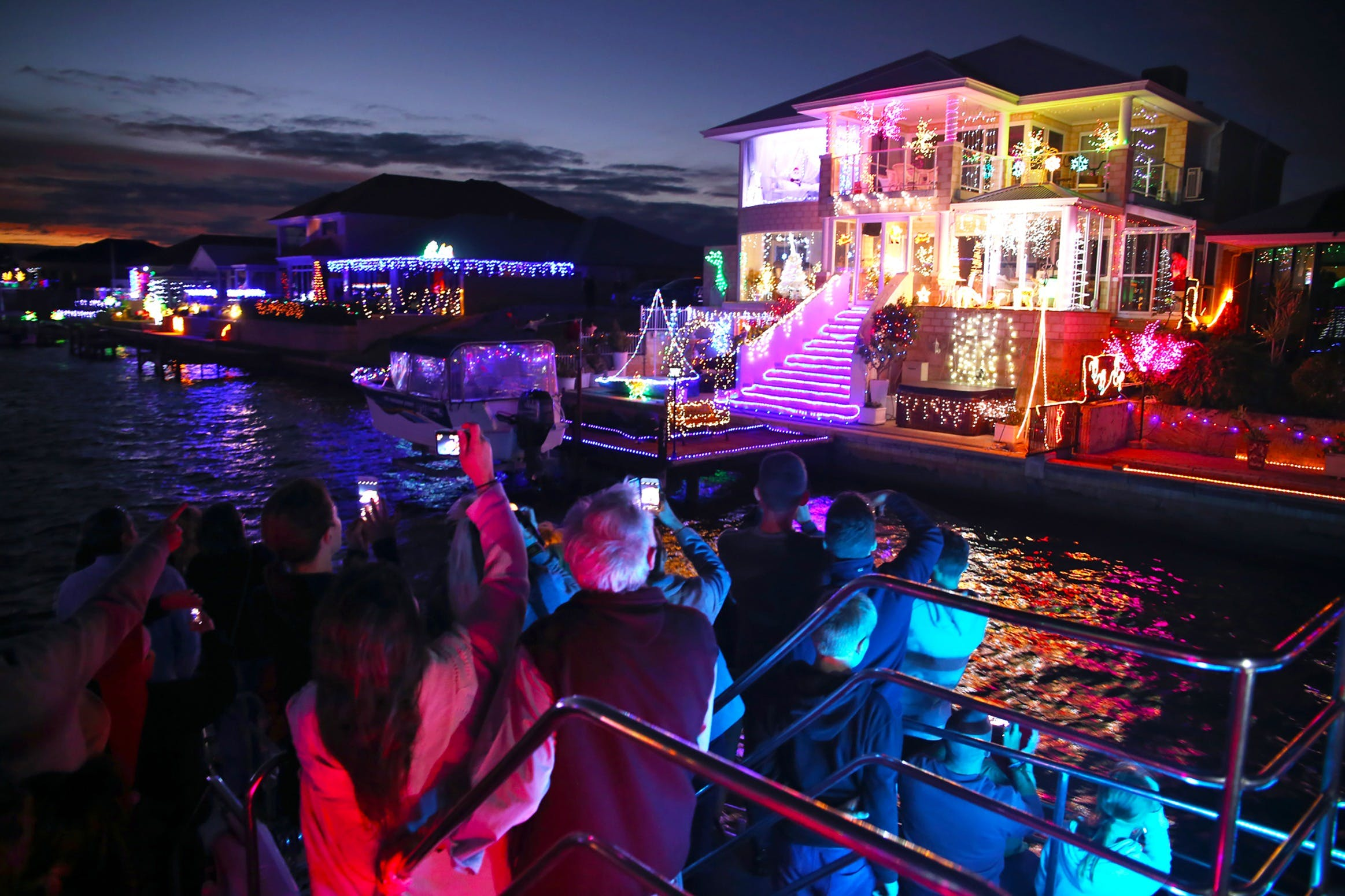 Christmas Lights Cruise - Tourism Canberra