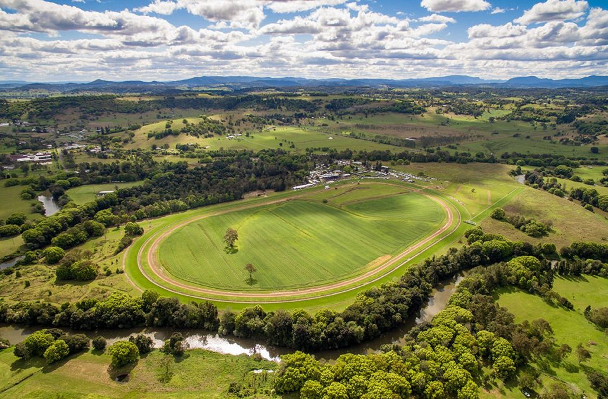 The OBrien Electrical and Plumbing Lismore Cup - Tourism Canberra
