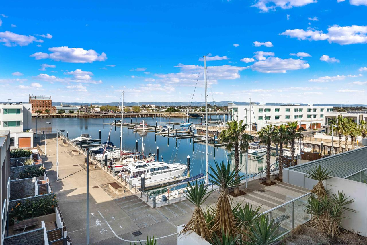 Port Adelaide Executive Waterfront Apartment - Tourism Canberra