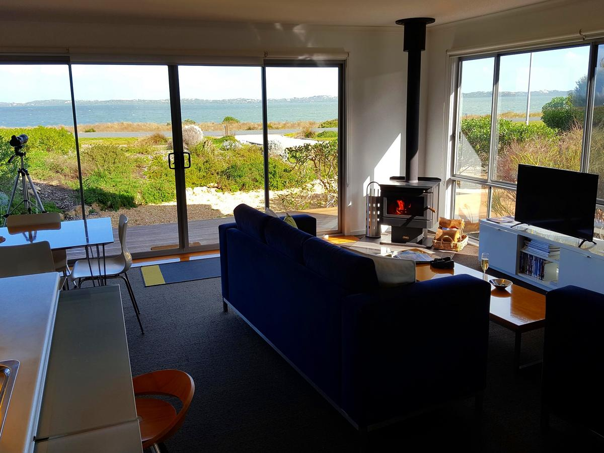 Coorong Waterfront Retreat - Tourism Canberra