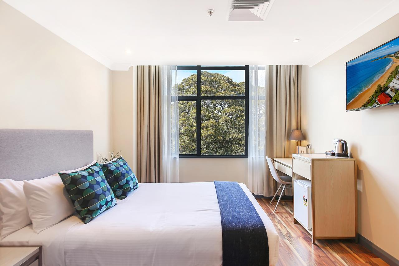 Ryals Hotel - Broadway - Tourism Canberra