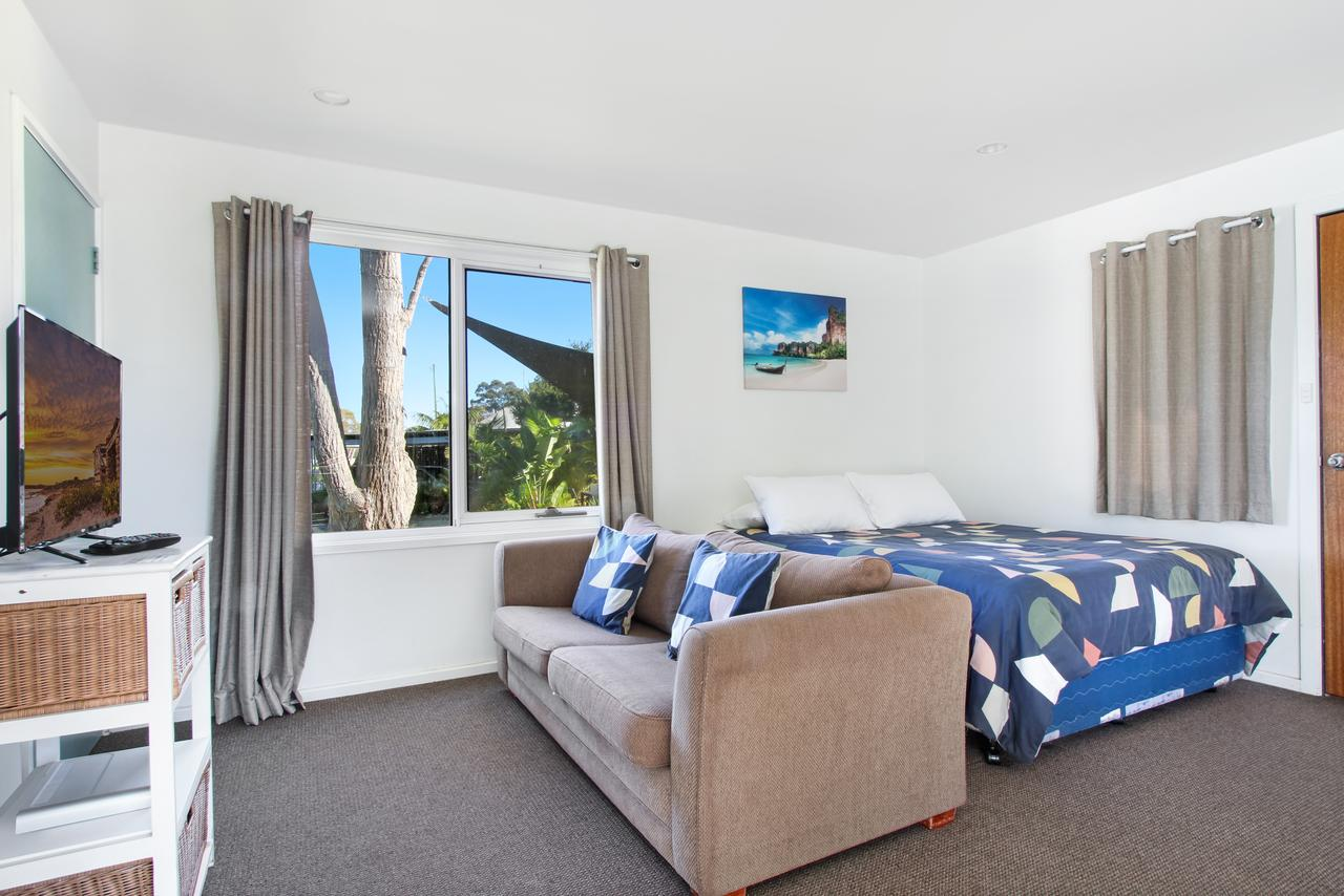 Huskisson Holiday Motel Cabins - Tourism Canberra