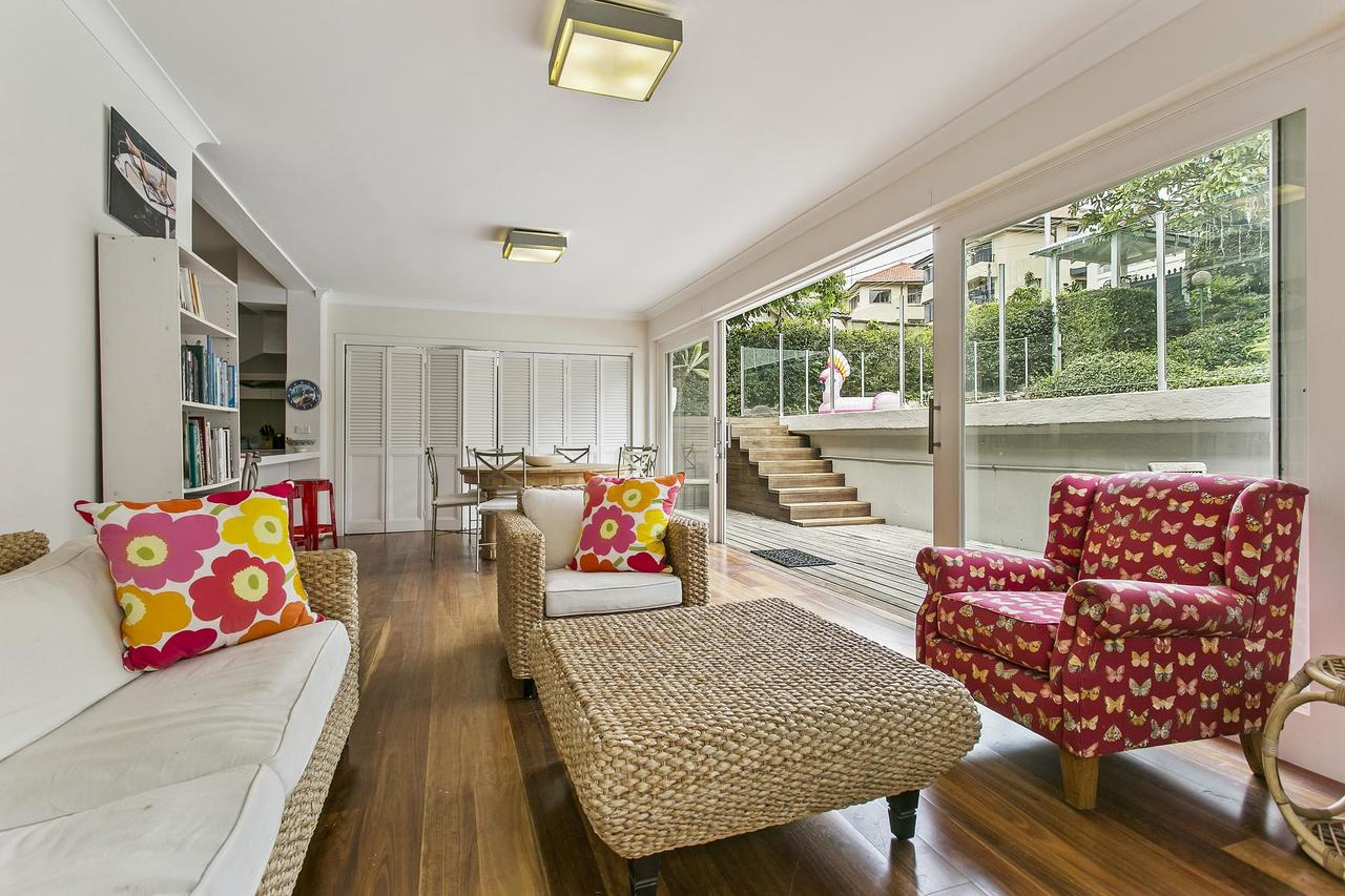 Summery spacious 4 bed home in Kurraba Point - Tourism Canberra