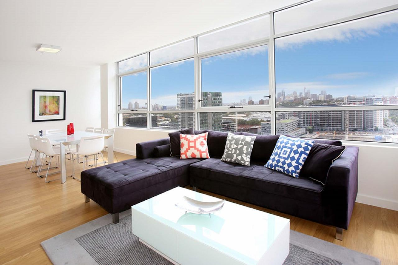 Gadigal Groove - Modern and Bright 3BR Executive Apartment in Zetland with Views - Tourism Canberra