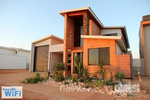31 Inggarda Lane - Spectacular Views with a Private Jetty and Wi-Fi - Tourism Canberra