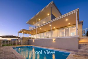 32 Corella Court - Private Jetty and Pool - Tourism Canberra
