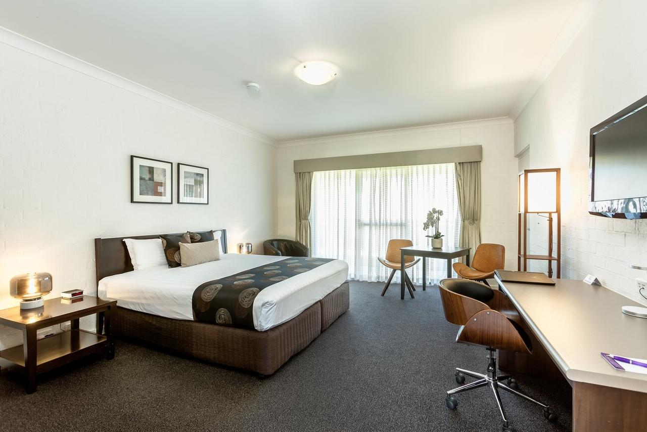 Blazing Stump Motel  Suites - Tourism Canberra